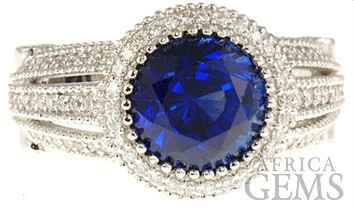 Rare 5.07 carat round Blue Sapphire and Diamond gemstone ring in white 18 kt gold - SOLD