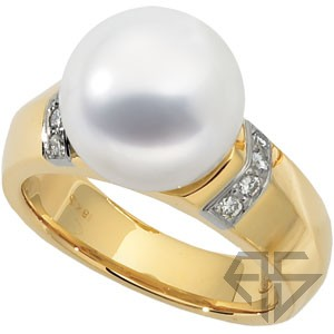 Stunning Beautiful 11.5mm Paspaley Fine South Sea Cultured Pearl &  & 1/8 ct tw Diamond Ring expertly set in 18 karat Yellow Gold for SALE
